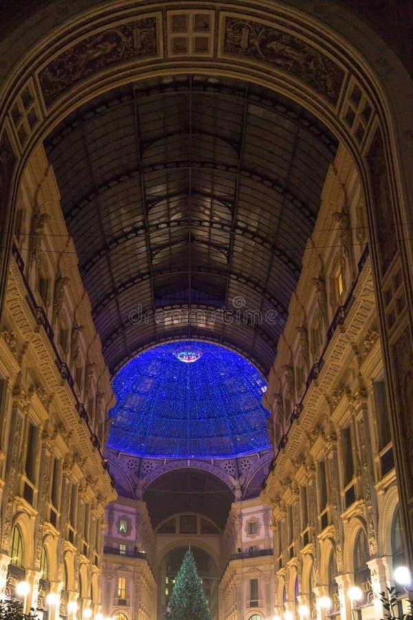 Luci blu di Natale nella Milano-galleria Vittorio Emanuele immagini stock