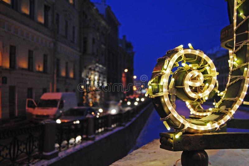Luci del nuovo anno in San Pietroburgo fotografie stock