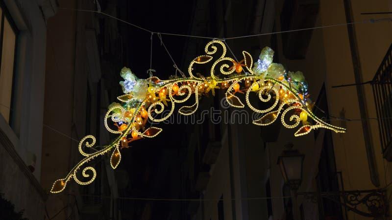 Luci di Natale nel centro di Salerno immagine stock