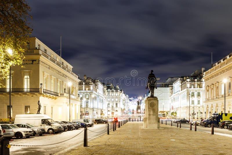 Luci di Natale sulla via reggente nel 2016 a Londra immagini stock libere da diritti