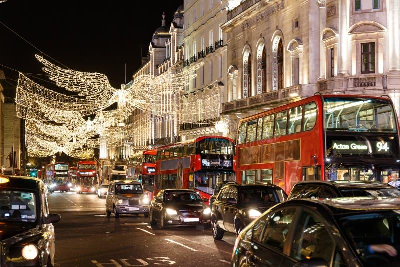 Luci di Natale sulla via reggente nel 2016 a Londra fotografia stock