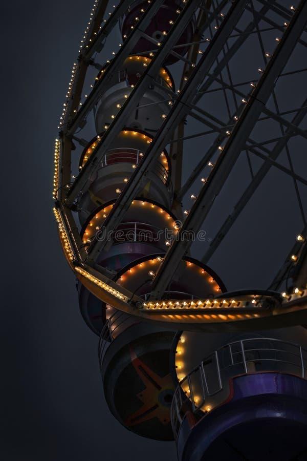 Luci e lampadine di grande ruota fotografie stock libere da diritti