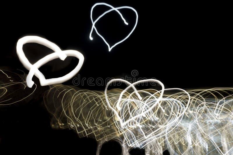 Luci a forma di del cuore al neon come fondo immagine stock