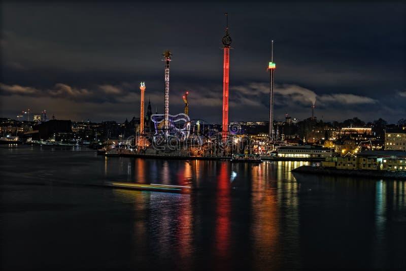 Luci notturne ed illuminazione del parco di divertimenti Grona Lund con l'atmosfera magica di Natale fotografie stock