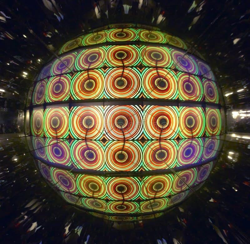 Luci sferiche psichedeliche e multicolori con le riflessioni illustrazione vettoriale