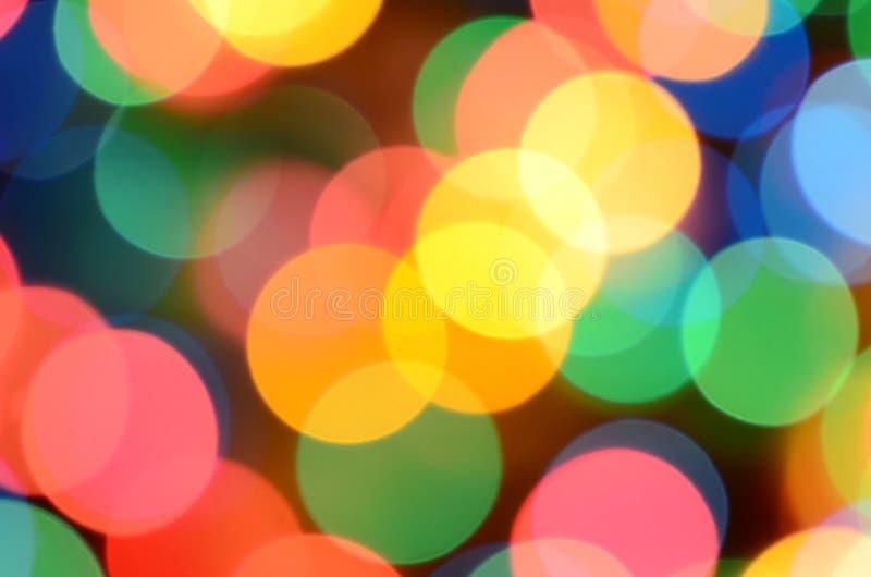 Luci variopinte festive vaghe sopra utile nero come fondo Tutti i colori della conduttura inclusi Rosso, giallo, verde e blu fotografia stock