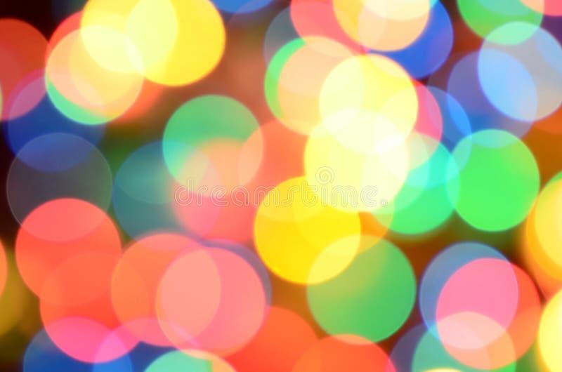 Luci variopinte festive vaghe sopra utile nero come fondo Tutti i colori della conduttura inclusi Rosso, giallo, verde e blu fotografia stock libera da diritti