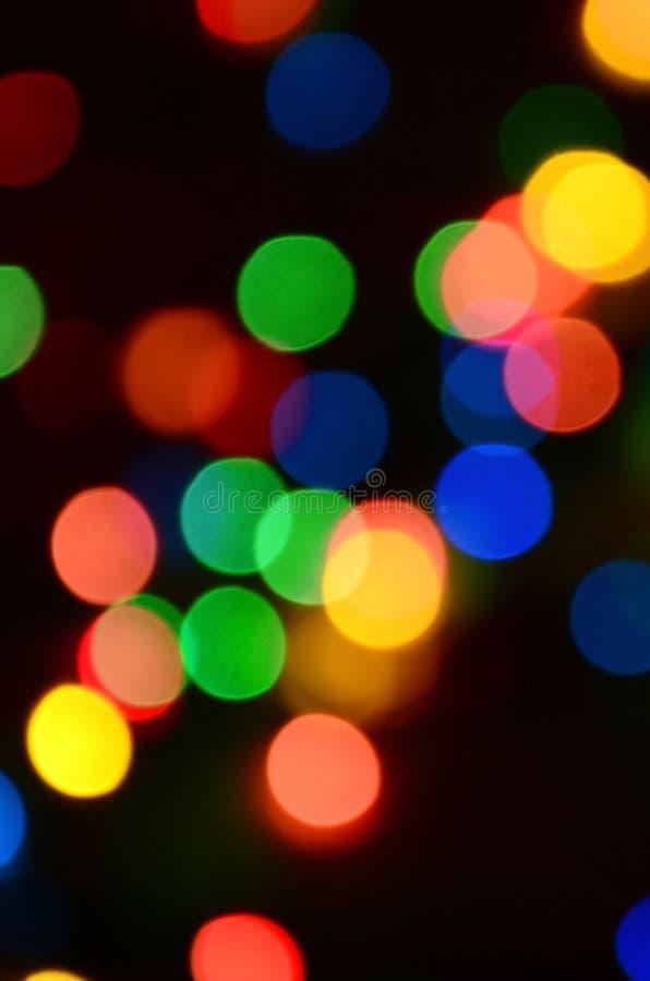 Luci variopinte festive vaghe sopra utile nero come fondo Tutti i colori della conduttura inclusi Rosso, giallo, verde e blu fotografie stock libere da diritti