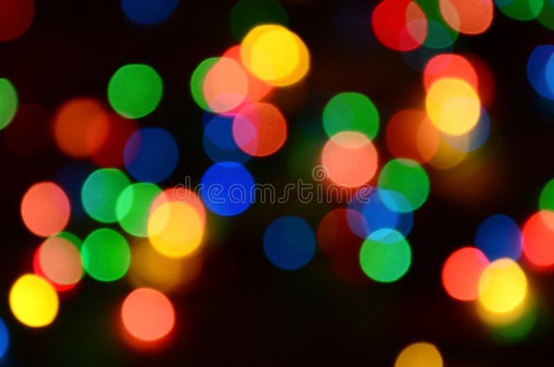 Luci variopinte festive vaghe sopra utile nero come fondo Tutti i colori della conduttura inclusi Rosso, giallo, verde e blu immagine stock libera da diritti