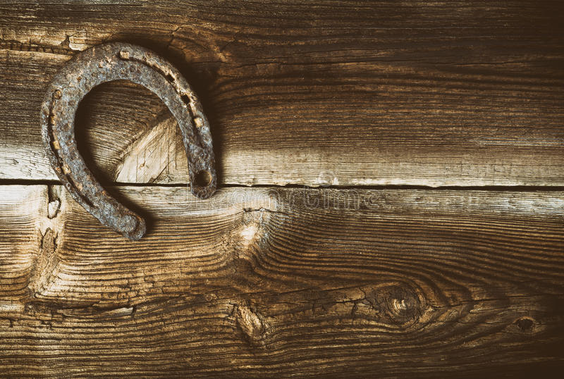 Lucky Old Horseshoe On Barn fotografie stock