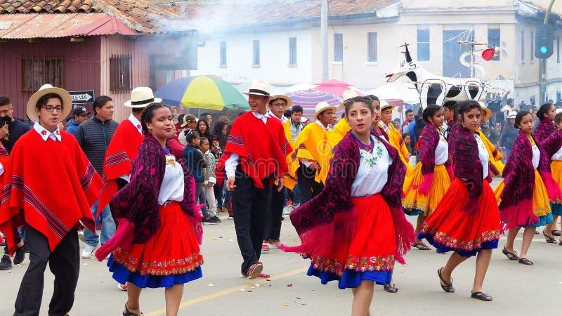 Ludowi ecuadorian tancerze przy paradą, Ekwador fotografia stock