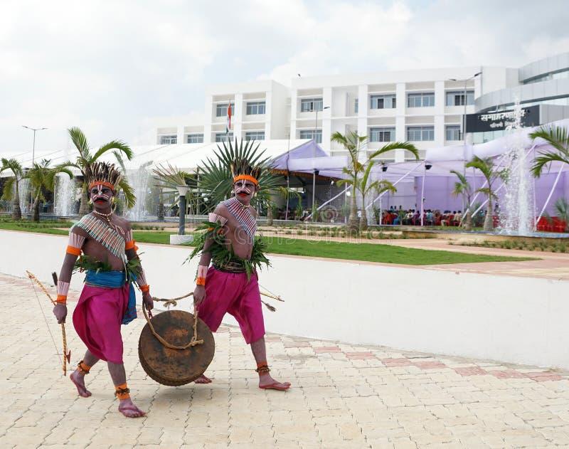 Ludowy artysta jharkhand w ich tradycyjnym kostiumu fotografia royalty free