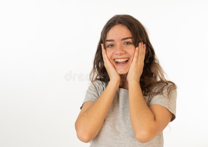 Ludzcy wyra?enia i emocje Portret m?oda atrakcyjna dziewczyna ono u?miecha si? z zdziwion? szcz??liw? twarz? zdjęcie royalty free