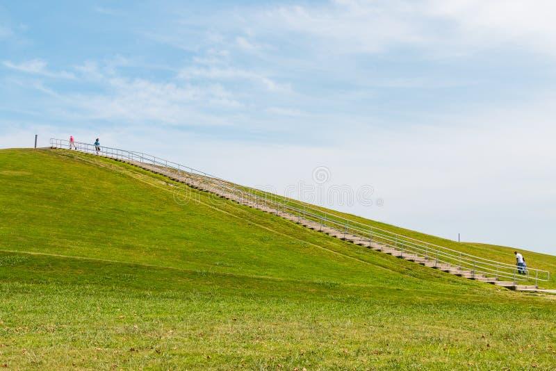 Ludzie ćwiczenia przy góry Trashmore parkiem w Virginia plaży fotografia stock
