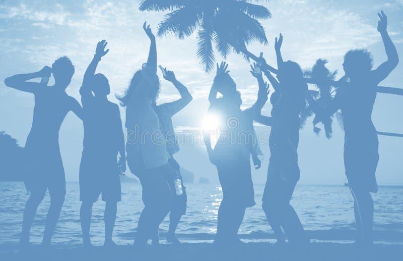 Ludzie świętowanie plaży przyjęcia wakacje letni wakacje pojęcia obraz royalty free