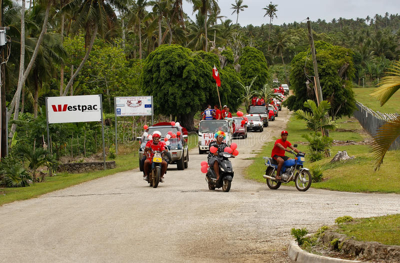 Ludzie świętują przyjeżdżać Fuifui Moimoi na Vavau wyspie w Tonga obraz stock