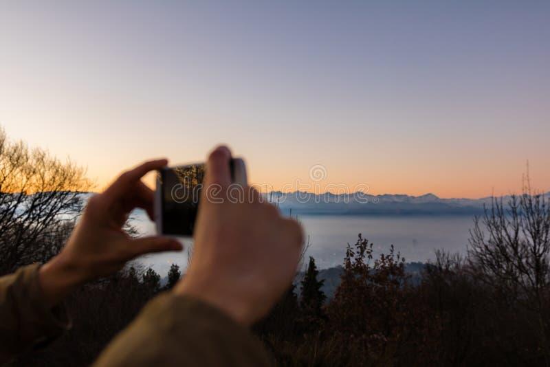 Ludzie biorą fotografię zdjęcie stock