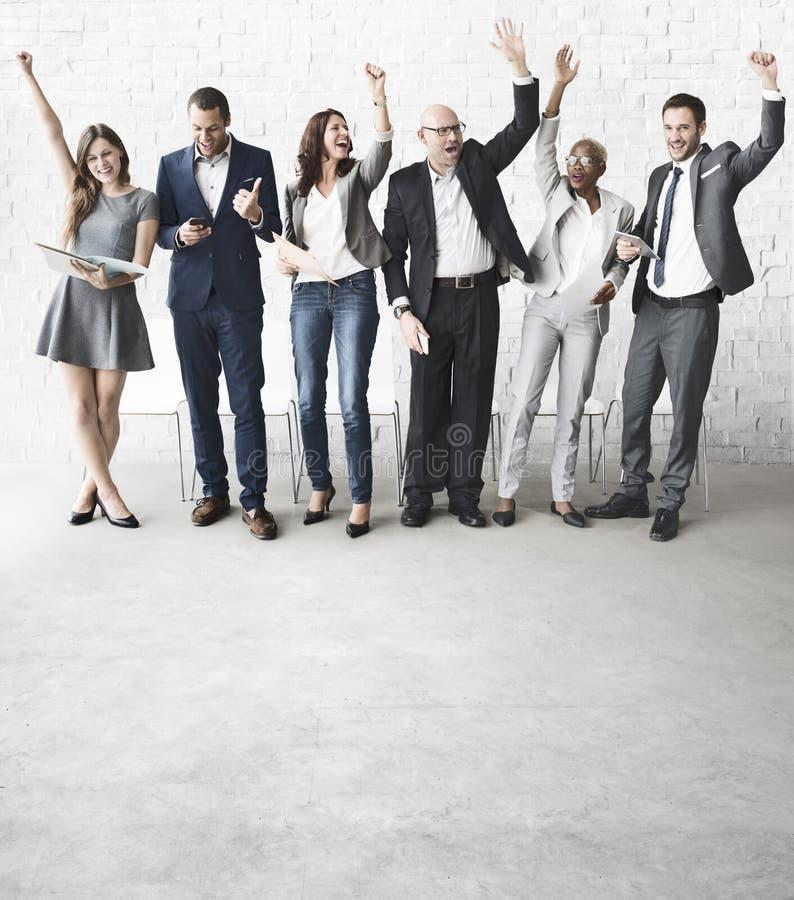 Ludzie Biznesu świętowanie ręk Podnosili Ekstatycznego pojęcie obrazy royalty free