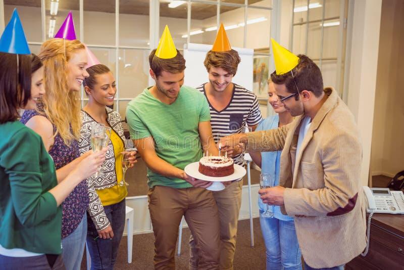 Ludzie biznesu świętuje urodziny zdjęcia royalty free