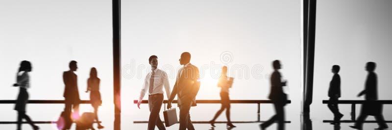 Ludzie Biznesu dojeżdżający godziny szczytu Chodzącego pojęcia obraz royalty free