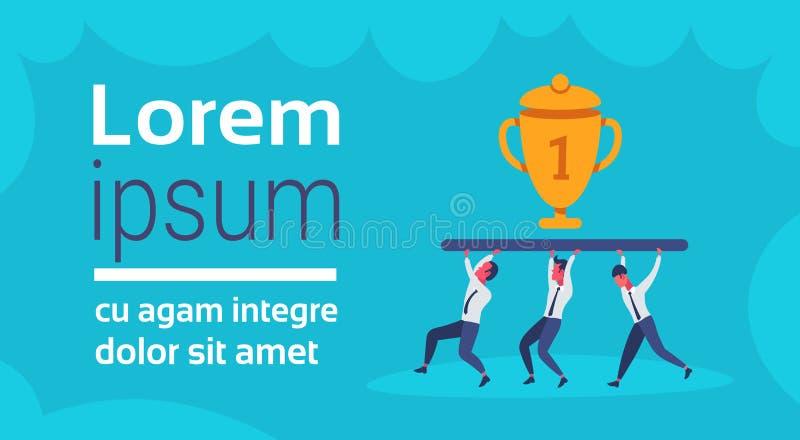 Ludzie biznesu drużyna niesie złotą trofeum filiżankę najpierw umieszczają zwycięzcy pojęcia pracy zespołowej biznesmena pomyślną ilustracji