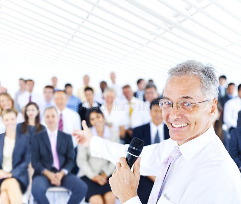 Ludzie Biznesu kierownika spotkania Biurowego Pracującego pojęcia obraz royalty free