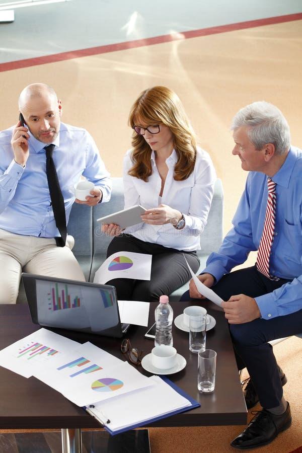 Ludzie biznesu konsultować zdjęcia stock