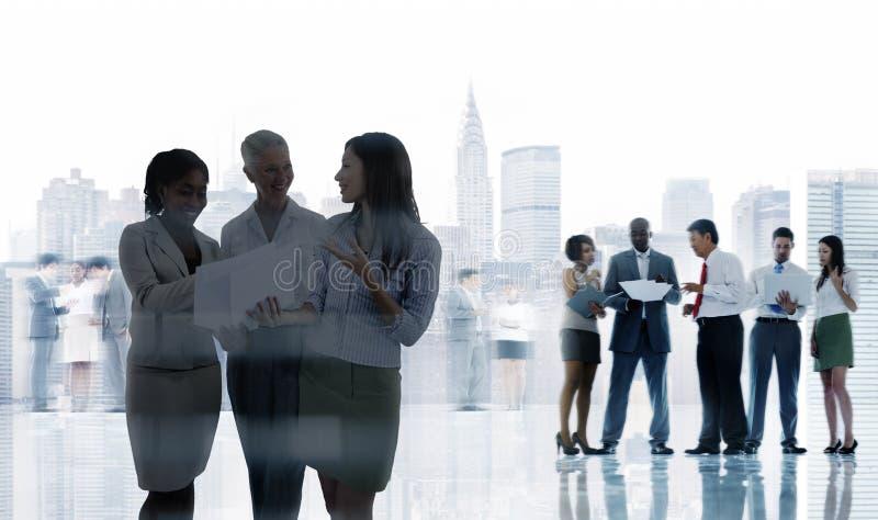 Ludzie Biznesu Korporacyjnej komunikaci kolegów biura Concep zdjęcie royalty free