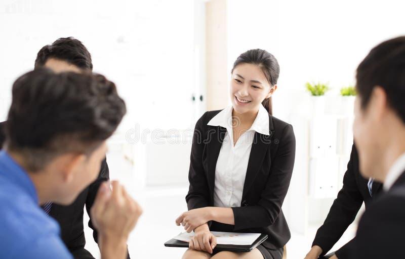 Ludzie Biznesu Korporacyjnej komunikaci spotkania w biurze zdjęcie stock