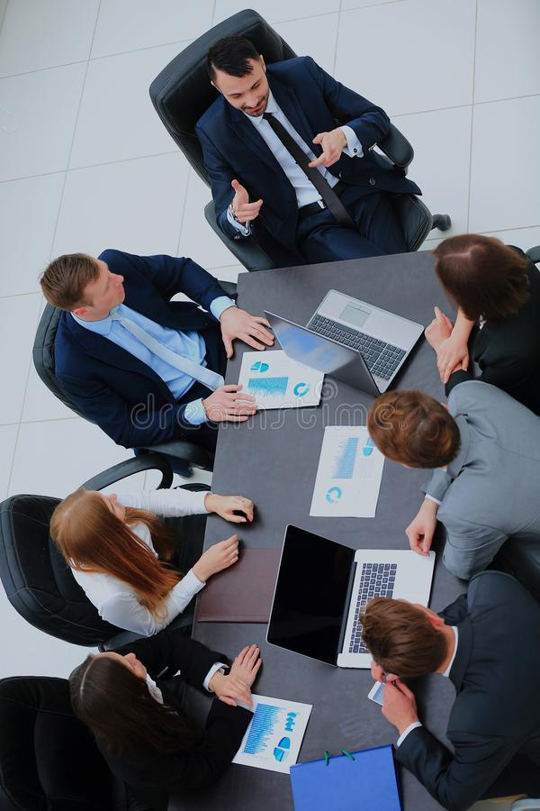 Ludzie Biznesu Ma spotkani rady W Nowożytnym biurze obraz stock