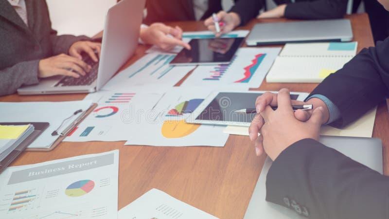 Ludzie Biznesu prac zespołowych, ludzie Spotyka Ogólnospołecznego Komunikacyjnego związek zdjęcia royalty free