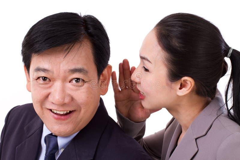 Ludzie biznesu przechodzi pozytywną wiadomości gospodarcze obraz stock