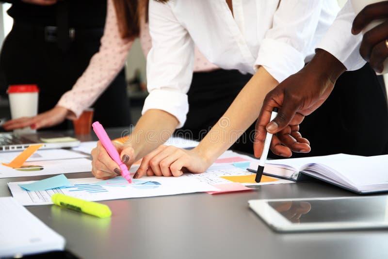 Ludzie Biznesu Różnorodnego Brainstorm spotkania pojęcia obraz royalty free