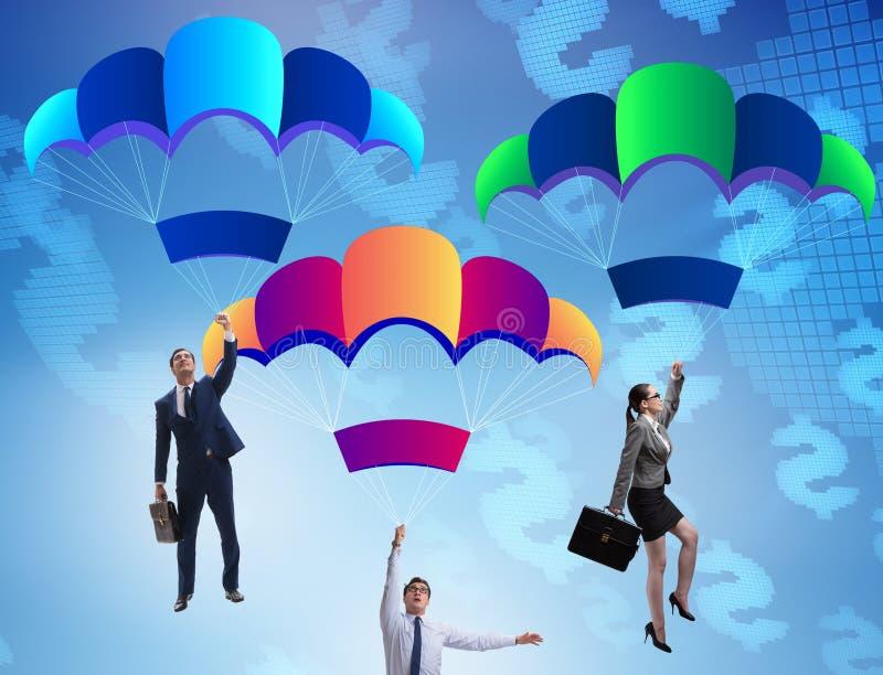 Ludzie biznesu spada puszka na spadochronach zdjęcie stock