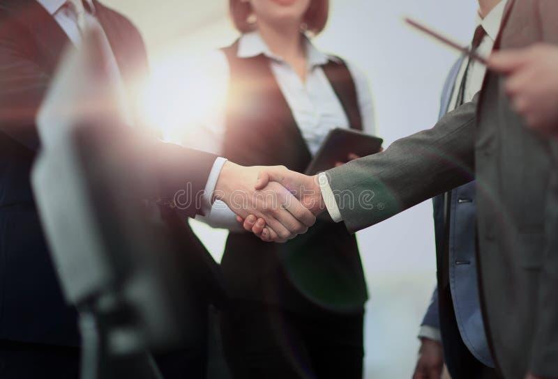 Ludzie Biznesu Spotyka dyskusja uścisku dłoni Korporacyjnego pojęcie obraz royalty free
