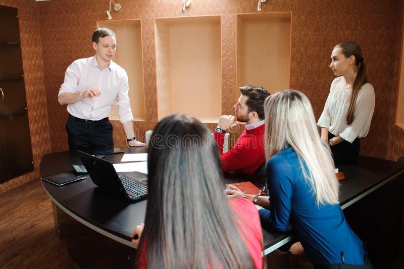 Ludzie Biznesu Spotyka Konferencyjnej dyskusi Korporacyjnego pojęcie zdjęcie royalty free