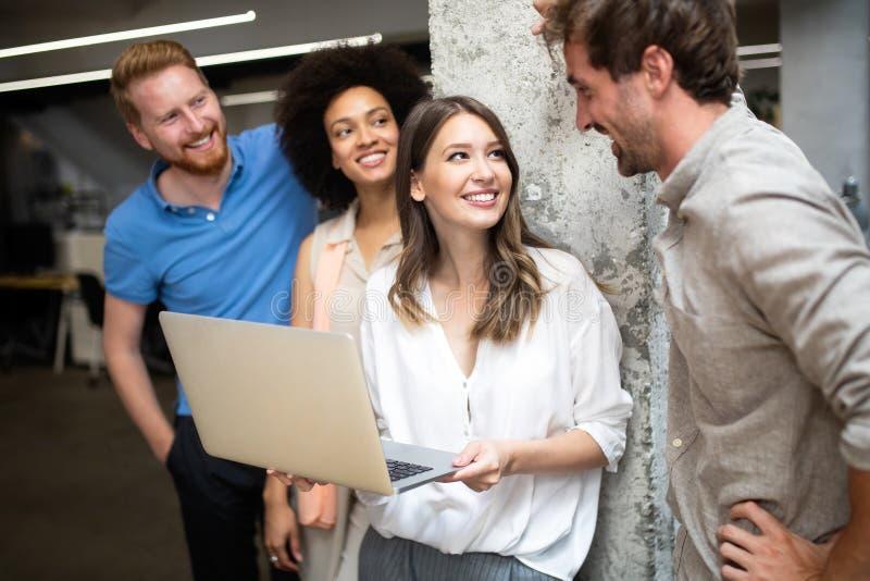 Ludzie Biznesu Spotyka Konferencyjnej dyskusi Korporacyjnego poj?cie zdjęcie stock