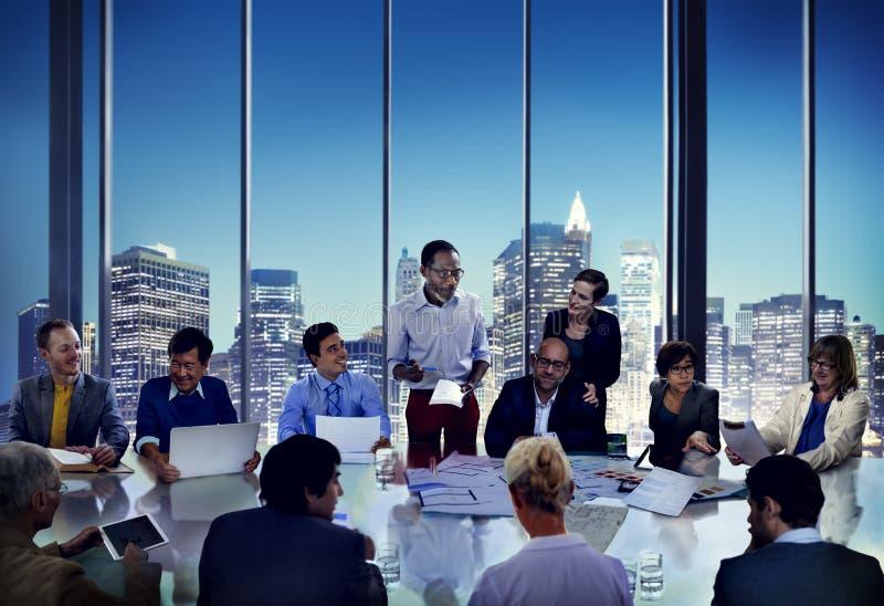 Ludzie Biznesu Spotyka Korporacyjnej prezentaci Biurowego działanie Co zdjęcia stock