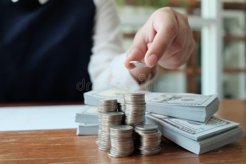 Ludzie Biznesu Spotyka projektów pomysły z piórem analizuje pieniężny dokumentu fachowego inwestora pracować nowy zaczynają w gór obrazy royalty free