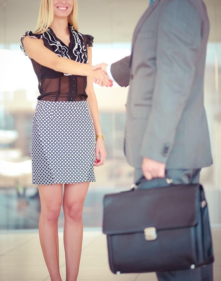 Ludzie biznesu trząść ręki po spotykać zdjęcie royalty free