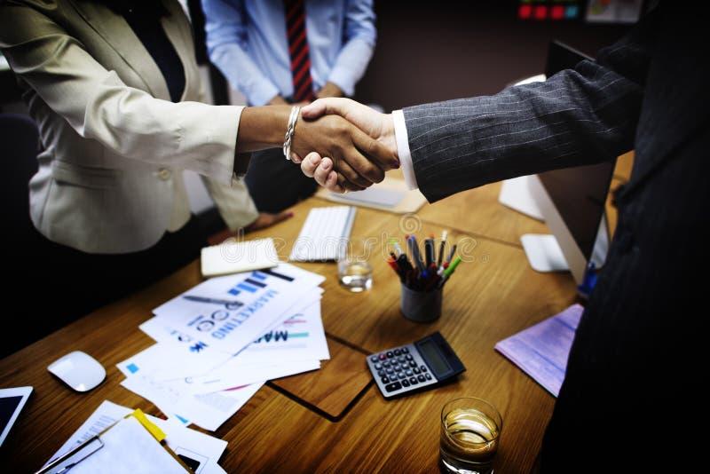Ludzie Biznesu uścisku dłoni powitania transakci pojęcia obrazy royalty free
