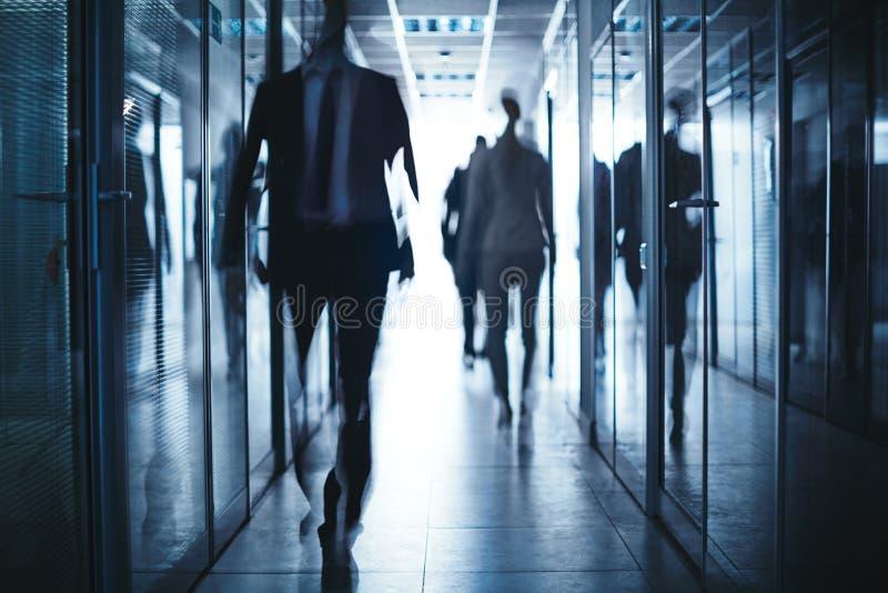 Ludzie biznesu w korytarzu zdjęcie royalty free
