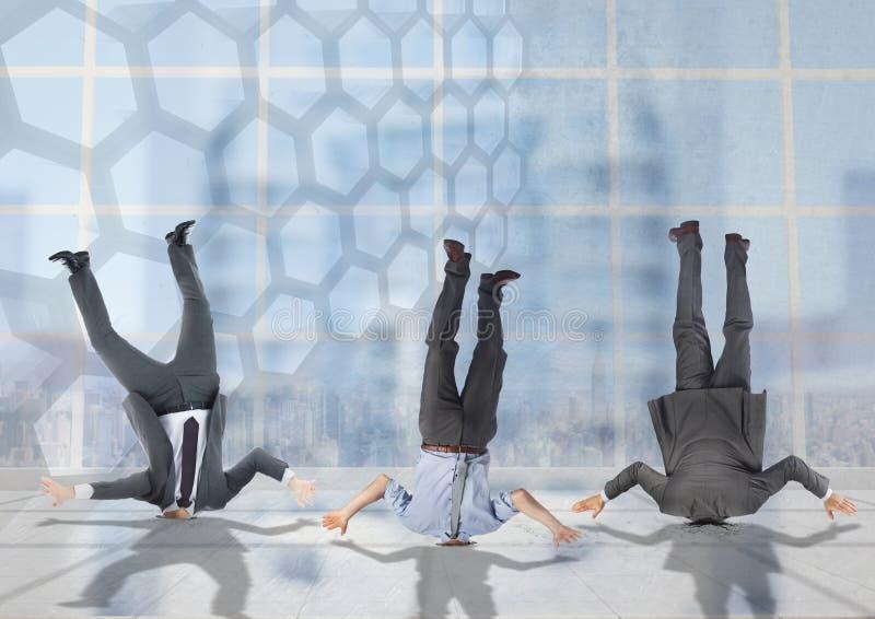 3 ludzie biznesu wtykali do góry nogami z przemiany tłem ilustracja wektor