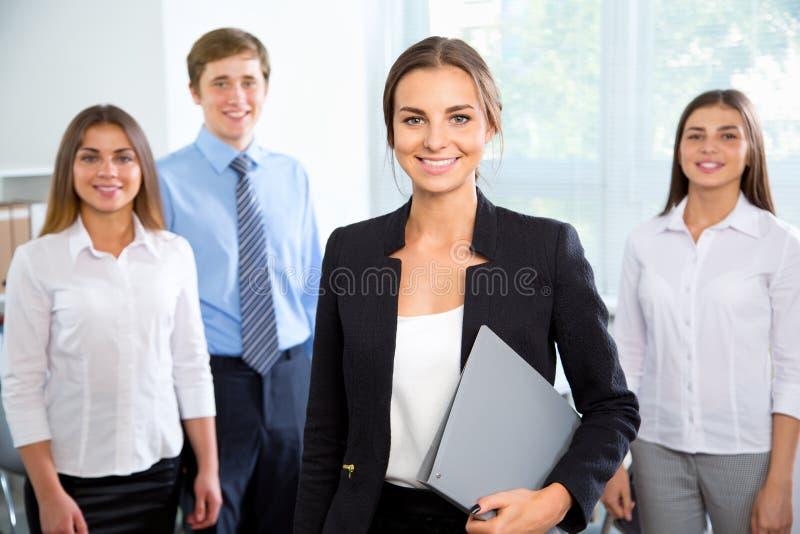 Ludzie biznesu z bizneswomanu liderem fotografia royalty free