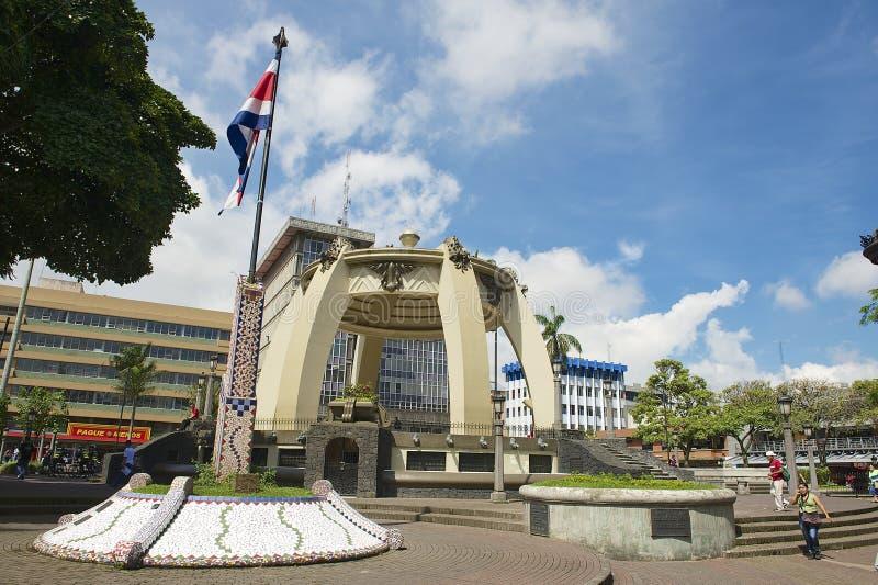 Ludzie chodzą przy central park w San Jose, Costa Rica obrazy royalty free