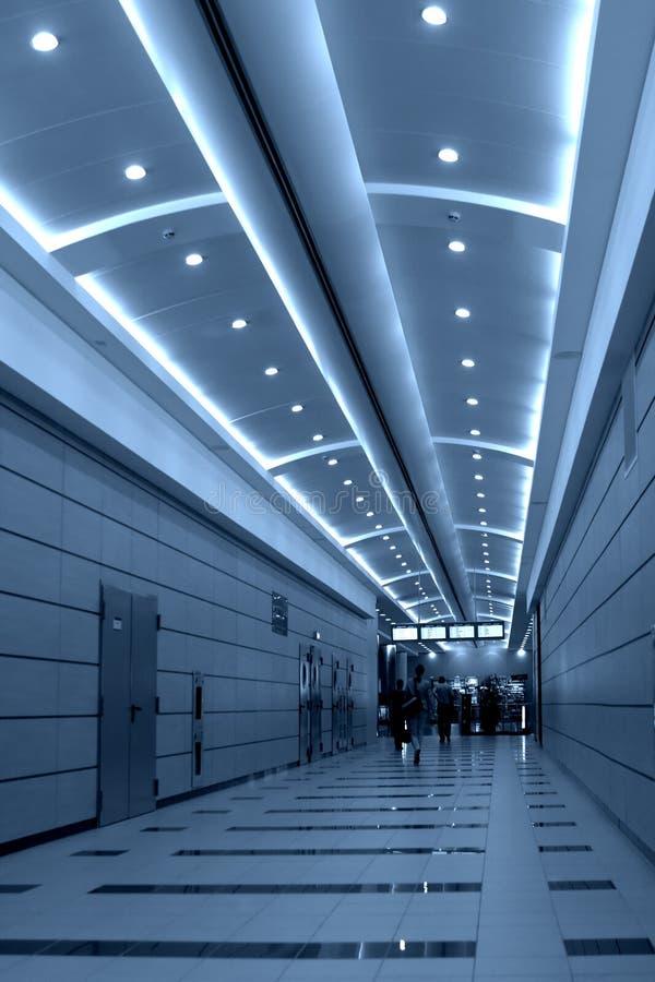 ludzie chodzić Moscow lotniskowych obrazy royalty free