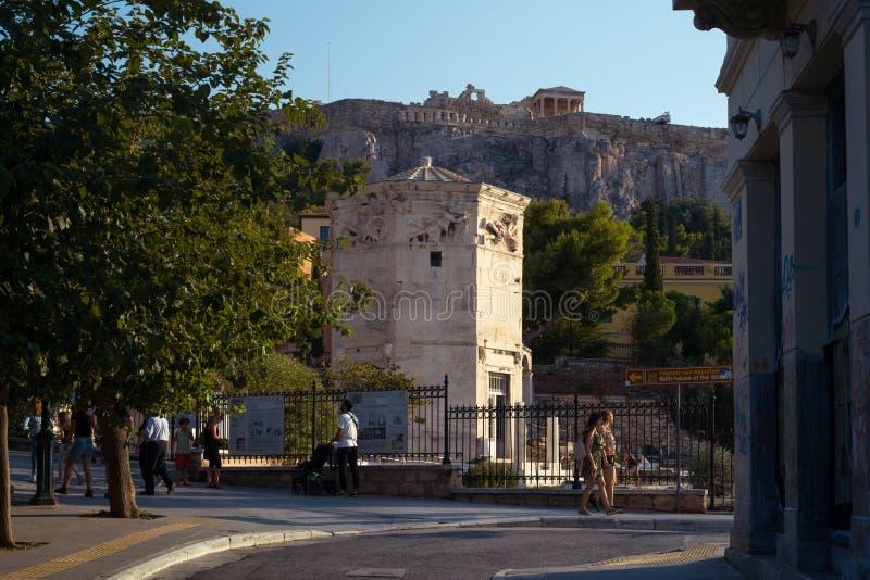 Ludzie chodzi blisko rzymskiego forum w Ateny zdjęcie royalty free