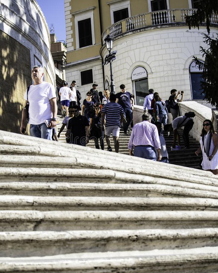 Ludzie chodzi Hiszpańskimi krokami w Rzym, Włochy zdjęcia royalty free