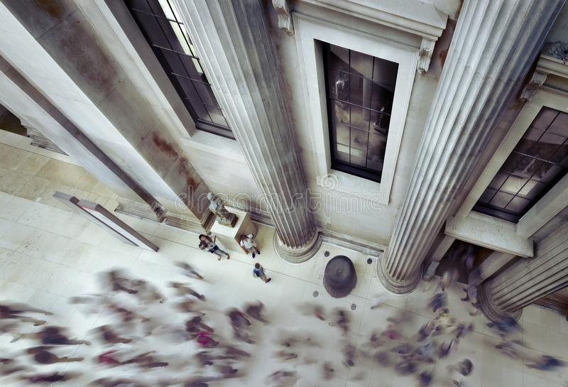 Ludzie chodzi wśrodku British Museum obrazy royalty free