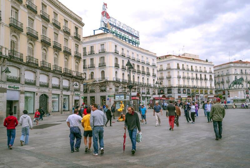 Ludzie chodzi w dół zakupy ulicę zdjęcia royalty free